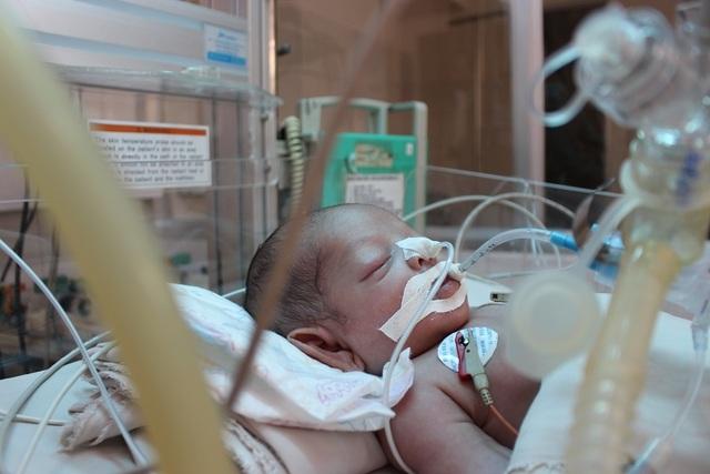 Xin hãy cứu bé trai kháu khỉnh vừa chào đời đã nguy kịch do nhiễm trùng uốn ván - 2