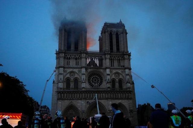 Những hình ảnh đầu tiên bên trong Nhà thờ Đức Bà Paris sau hỏa hoạn dữ dội - 18