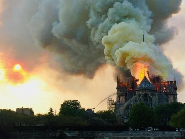 Những hình ảnh đầu tiên bên trong Nhà thờ Đức Bà Paris sau hỏa hoạn dữ dội - 11