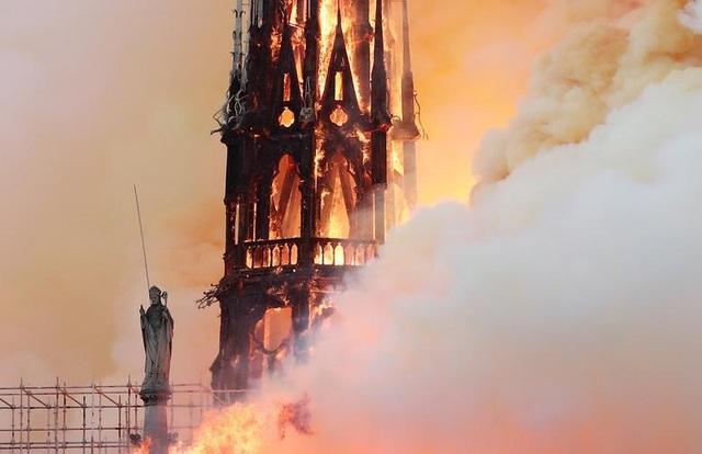 Những hình ảnh đầu tiên bên trong Nhà thờ Đức Bà Paris sau hỏa hoạn dữ dội - 12