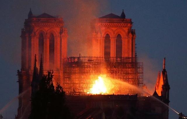 Những hình ảnh đầu tiên bên trong Nhà thờ Đức Bà Paris sau hỏa hoạn dữ dội - 16