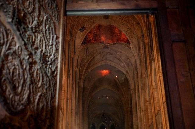 Những hình ảnh đầu tiên bên trong Nhà thờ Đức Bà Paris sau hỏa hoạn dữ dội - 3