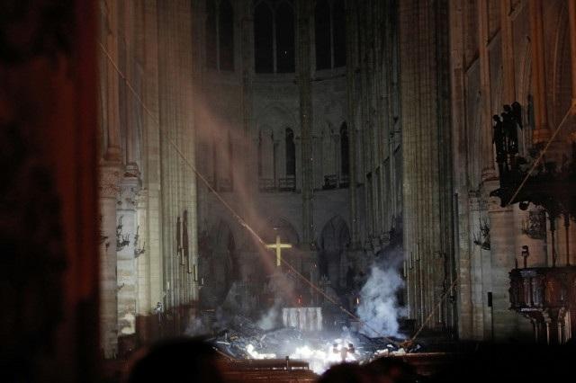 Những hình ảnh đầu tiên bên trong Nhà thờ Đức Bà Paris sau hỏa hoạn dữ dội - 2