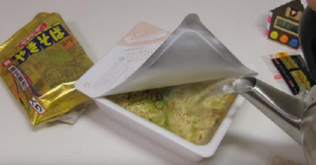 Nhật Bản: Giới thiệu mì gói với gia vị bụi vàng nguyên chất - 2