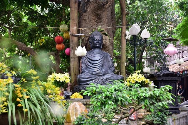 Tượng Phật từ đá quý nguyên khối trong ngôi chùa nghìn năm tuổi ở Hà Nội ảnh 7