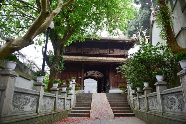Tượng Phật từ đá quý nguyên khối trong ngôi chùa nghìn năm tuổi ở Hà Nội ảnh 4
