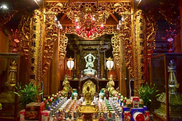 Tượng Phật từ đá quý nguyên khối trong ngôi chùa nghìn năm tuổi ở Hà Nội ảnh 5