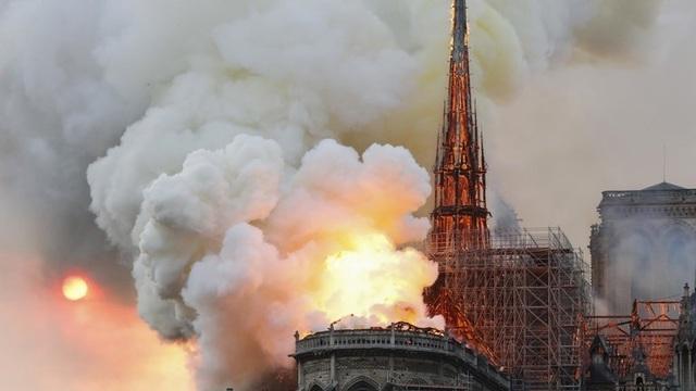 Những hình ảnh đầu tiên bên trong Nhà thờ Đức Bà Paris sau hỏa hoạn dữ dội - 1