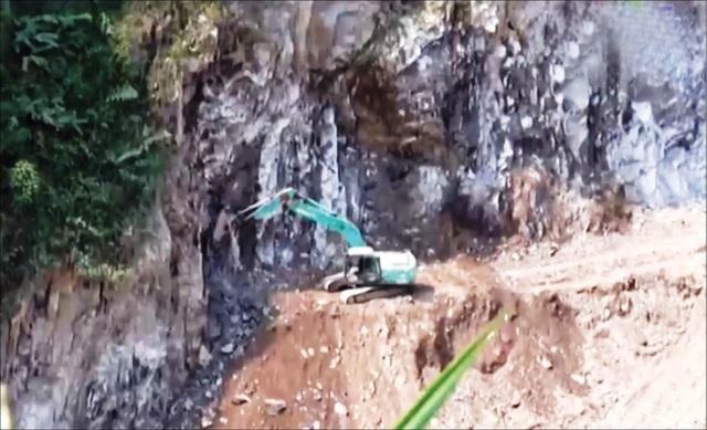 Hơn 50 hộ dân bị nứt nhà nghi do thủy điện nổ mìn gây ảnh hưởng - 3