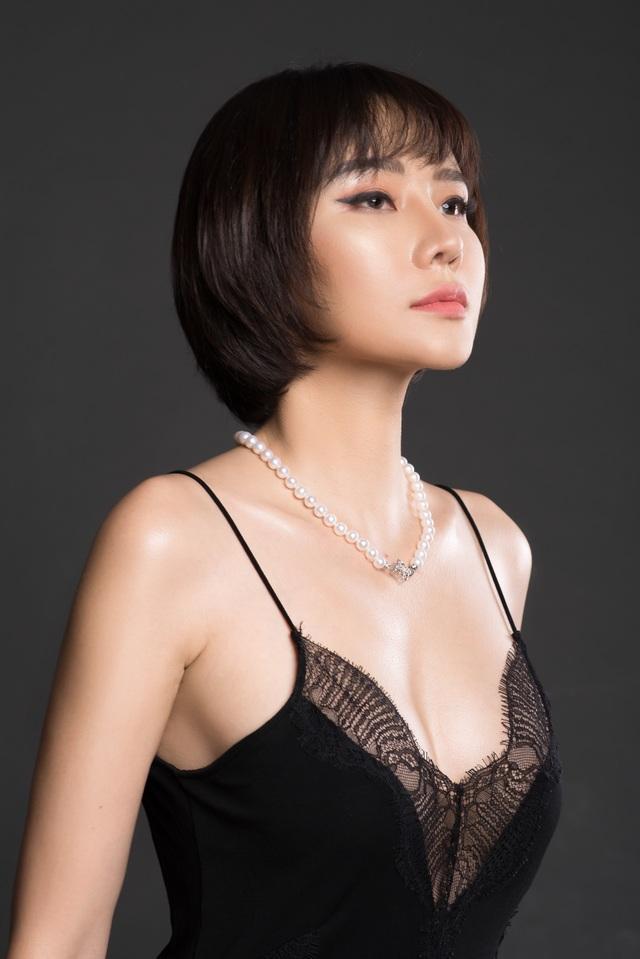 Chia tay bạn trai, Dương Yến Ngọc gợi cảm khoe ngực đầy tuổi 40 - 1