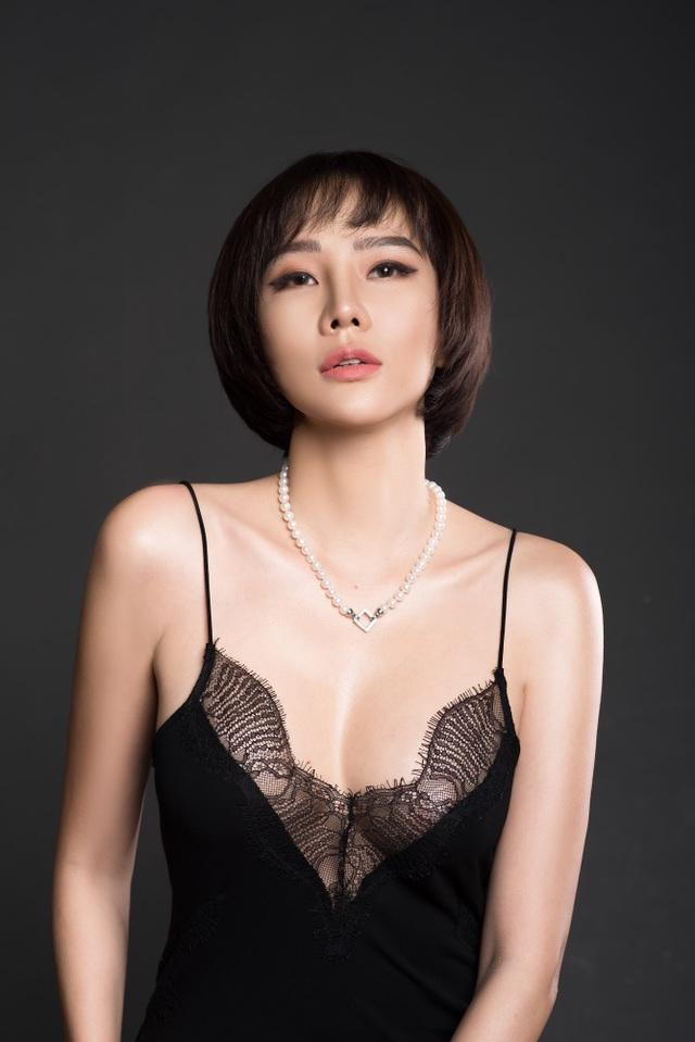 Chia tay bạn trai, Dương Yến Ngọc gợi cảm khoe ngực đầy tuổi 40 - 2