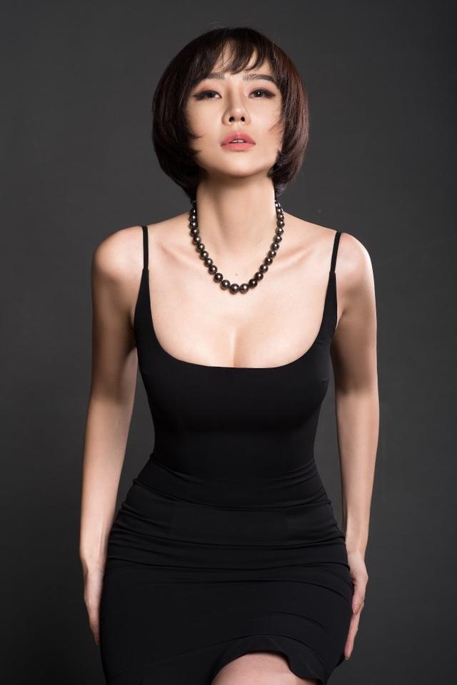 Chia tay bạn trai, Dương Yến Ngọc gợi cảm khoe ngực đầy tuổi 40 - 3