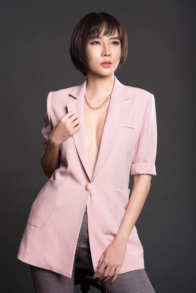 Chia tay bạn trai, Dương Yến Ngọc gợi cảm khoe ngực đầy tuổi 40 - 7