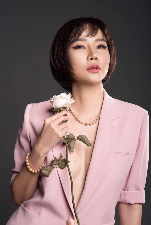 Chia tay bạn trai, Dương Yến Ngọc gợi cảm khoe ngực đầy tuổi 40 - 5
