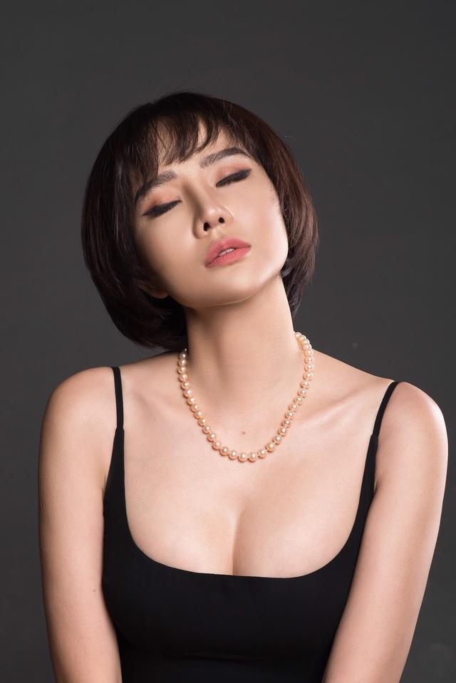 Chia tay bạn trai, Dương Yến Ngọc gợi cảm khoe ngực đầy tuổi 40 - 4