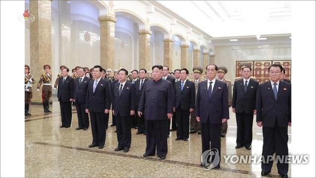 Ông Kim Jong-un lần đầu được gọi là Tư lệnh tối cao Các lực lượng vũ trang Triều Tiên - 1