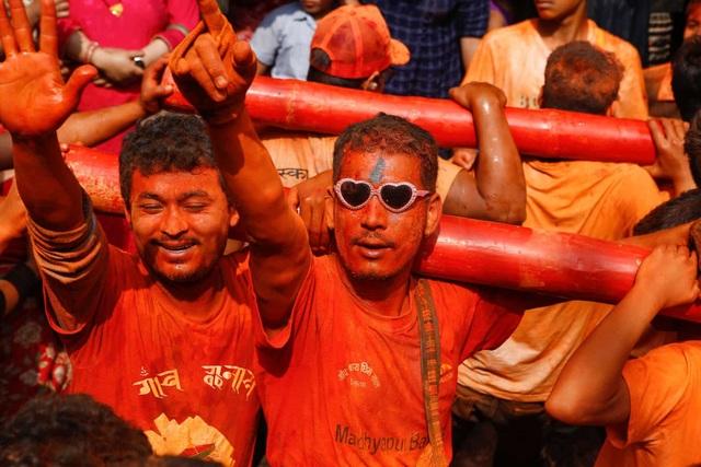 Bình minh đỏ: Lễ hội Sindoor Jatra ở Nepal - Ảnh minh hoạ 2