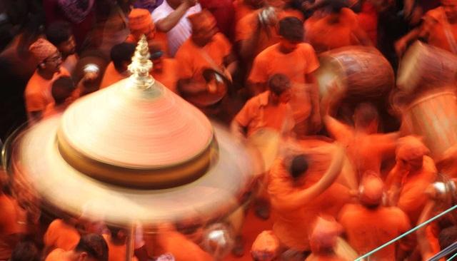 Bình minh đỏ: Lễ hội Sindoor Jatra ở Nepal - Ảnh minh hoạ 5