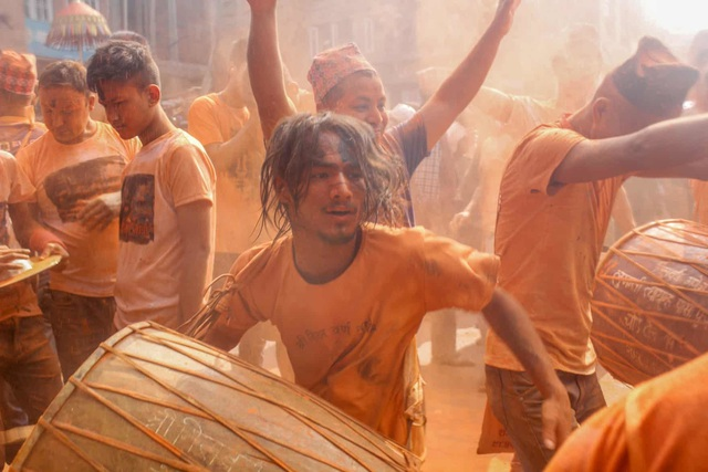 Bình minh đỏ: Lễ hội Sindoor Jatra ở Nepal - Ảnh minh hoạ 9