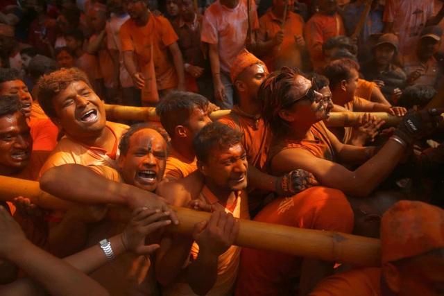 Bình minh đỏ: Lễ hội Sindoor Jatra ở Nepal - Ảnh minh hoạ 4