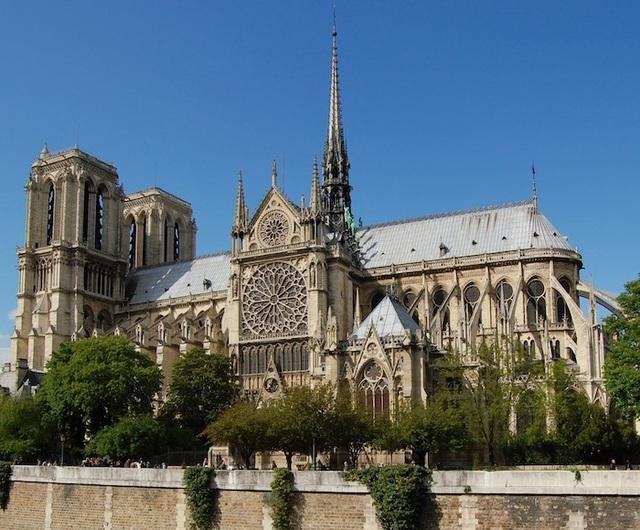 """Lịch sử hơn 850 năm và những con số """"biết nói"""" về nhà thờ Đức Bà Paris - 1"""