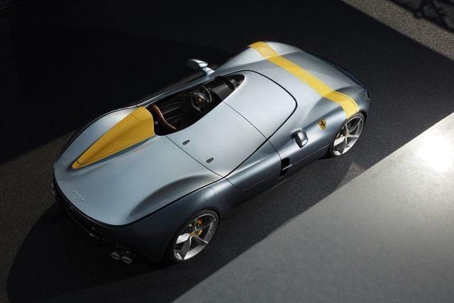 """""""Khổ"""" như lái siêu xe Ferrari hơn 1,7 triệu USD - 1"""