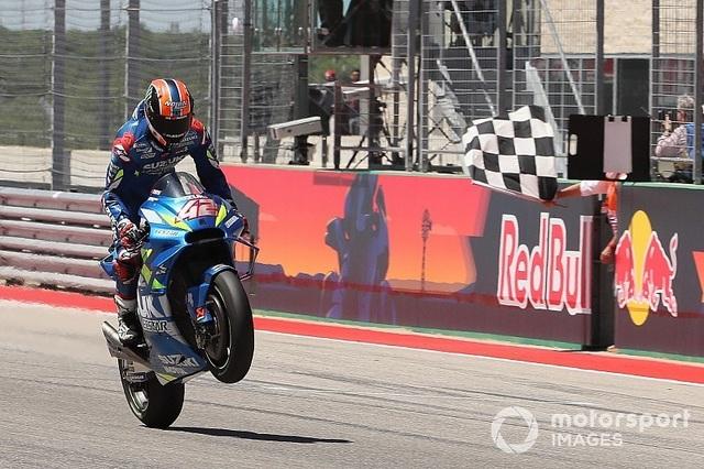 Alex Rins thắng ấn tượng trong ngày Marquez gặp tai nạn - 7