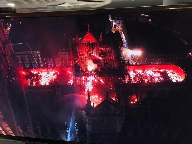 Pháp: Nhà thờ Đức Bà Paris chìm trong biển lửa - 12