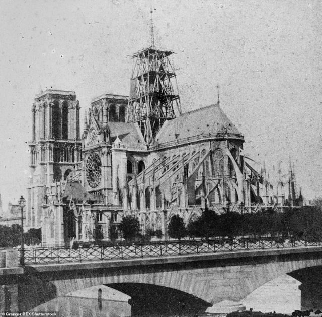 Vẻ đẹp tráng lệ của Nhà thờ Đức Bà Paris trước khi bị nhấn chìm trong biển lửa - 1