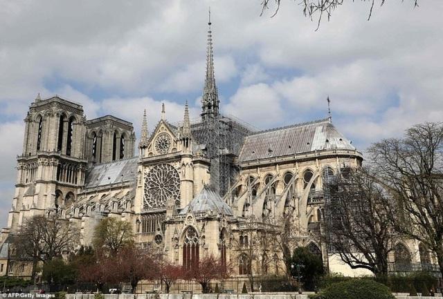Vẻ đẹp tráng lệ của Nhà thờ Đức Bà Paris trước khi bị nhấn chìm trong biển lửa - 2