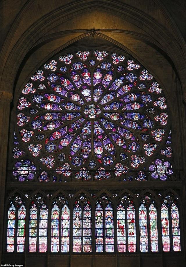 Vẻ đẹp tráng lệ của Nhà thờ Đức Bà Paris trước khi bị nhấn chìm trong biển lửa - 9
