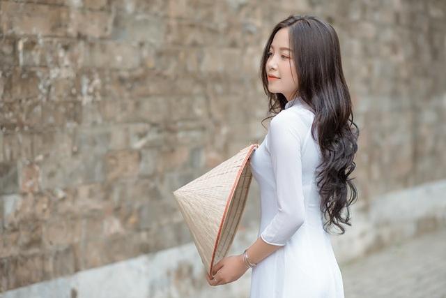 Thiếu nữ xứ Thanh diện áo dài trắng khiến cánh mày râu ngẩn ngơ - 3