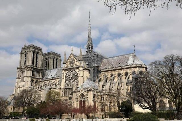 Hoa hậu Ngọc Hân, Phí Linh xót xa kể kí ức về Nhà thờ Đức Bà Paris - 3