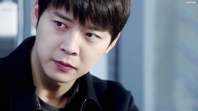 """""""Hoàng tử gác mái"""" Park Yoochun bị cảnh sát khám xét nhà riêng - 1"""