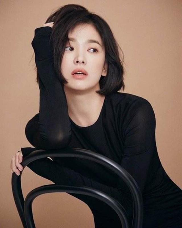 Song Hye Kyo lại khiến fan đồn đoán vì không đeo nhẫn cưới - 18