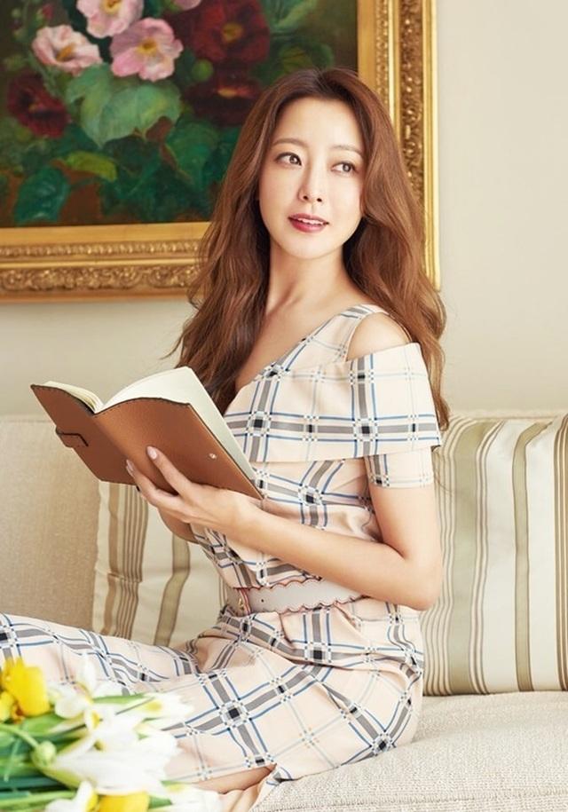 Gương mặt sưng phù của biểu tượng nhan sắc xứ Hàn Kim Hee Sun khiến fan hoang mang - 6