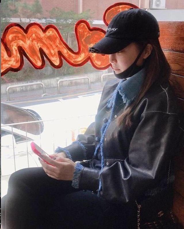 Gương mặt sưng phù của biểu tượng nhan sắc xứ Hàn Kim Hee Sun khiến fan hoang mang - 3