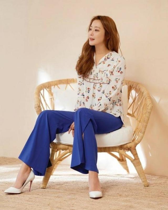 Gương mặt sưng phù của biểu tượng nhan sắc xứ Hàn Kim Hee Sun khiến fan hoang mang - 9