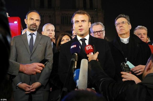 Pháp: Nhà thờ Đức Bà Paris chìm trong biển lửa - 5