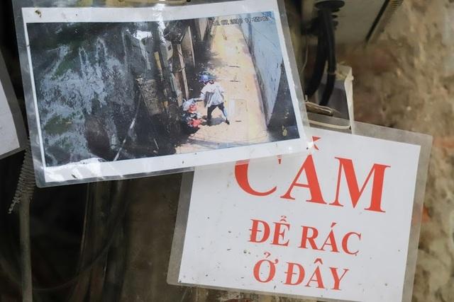 Chuyện lạ: Người đổ rác trộm bị treo ảnh, dán đầy trên cột điện ở Hà Nội - 4