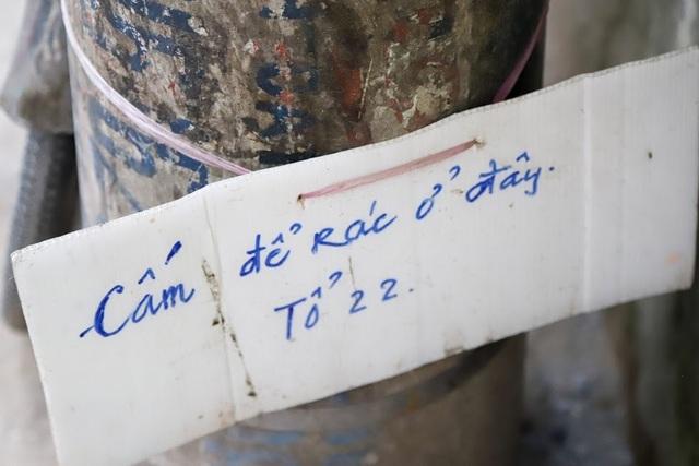 Chuyện lạ: Người đổ rác trộm bị treo ảnh, dán đầy trên cột điện ở Hà Nội - 7