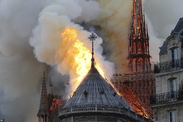"""Chặng đường hồi sinh """"trái tim"""" Paris sau thảm kịch hỏa hoạn - 1"""