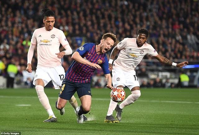 Những khoảnh khắc Messi khiến Man Utd tan vỡ giấc mơ Champions League - 1