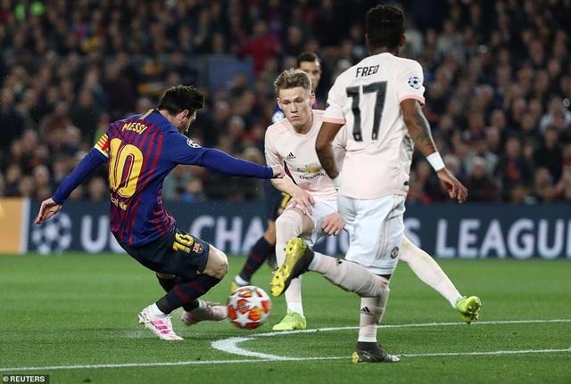 Những khoảnh khắc Messi khiến Man Utd tan vỡ giấc mơ Champions League - 2