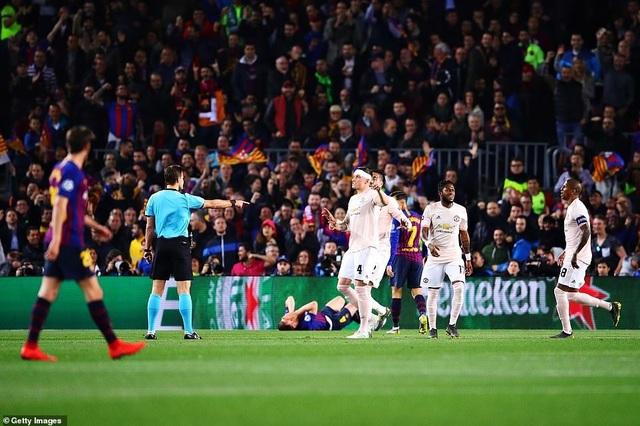 Những khoảnh khắc Messi khiến Man Utd tan vỡ giấc mơ Champions League - 19