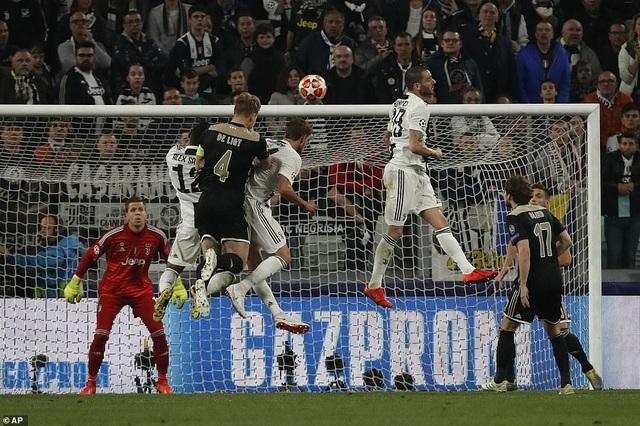 """Những khoảnh khắc Ajax """"đá văng"""" C.Ronaldo và Juventus khỏi Champions League - 6"""