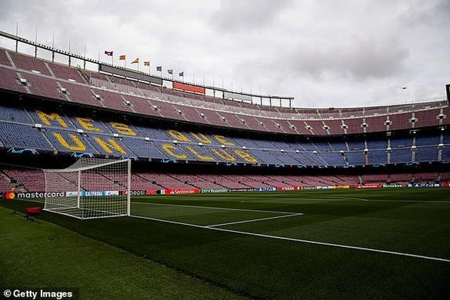 Barcelona 3-0 Man Utd: Lionel Messi chói sáng - 21
