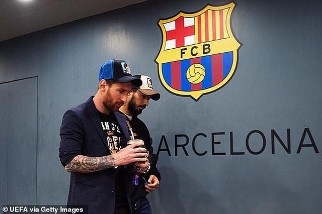 Barcelona 3-0 Man Utd: Lionel Messi chói sáng - 25