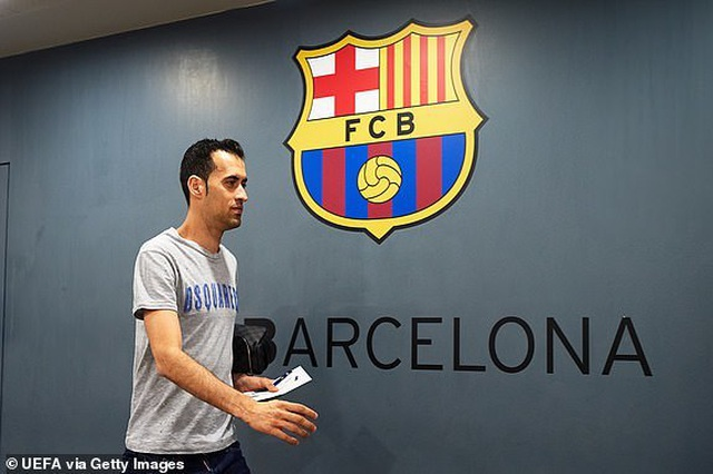 Barcelona 3-0 Man Utd: Lionel Messi chói sáng - 26