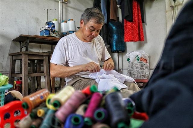 Hà Nội: Độc đáo nơi đàn ông sinh ra để làm nghề may vá - 1